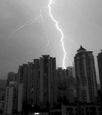 """武汉半数房产中介""""死撑"""" 一个月卖不了一套房"""