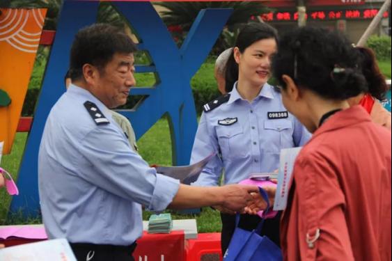 """潜江公安组织开展""""三电""""设施安全保护宣传活动"""