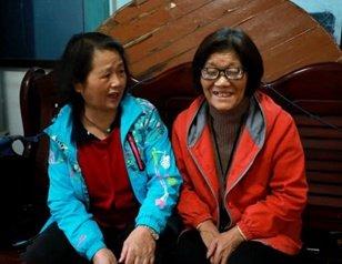 72岁失明婆婆入院 40年老闺蜜转院求住同间病房