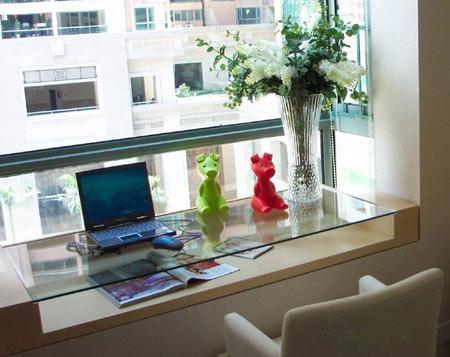 卧室飘窗窗帘效果图:读书人的大书桌-卧室飘窗设计 角落里的精美小
