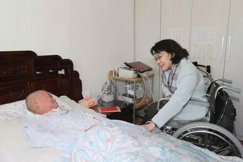 张海迪走访慰问重度残疾人家庭送温暖