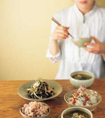 春季坐月子:清淡饮食兼保暖