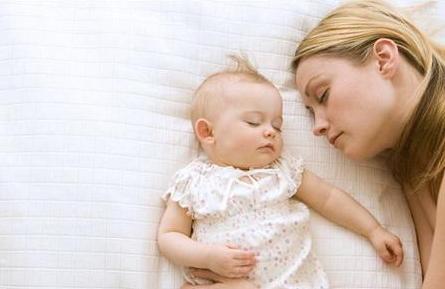 让宝宝越睡越迟钝的8种错误睡法