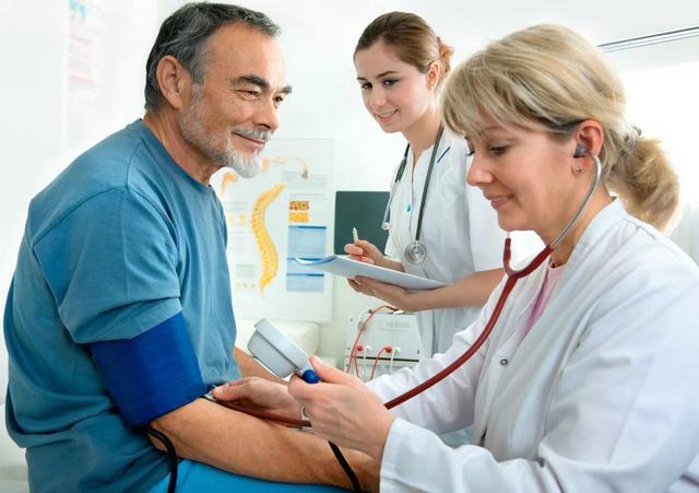 当医生得了高血压 他们都会怎么做呢?