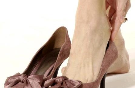 女人离不开高跟鞋