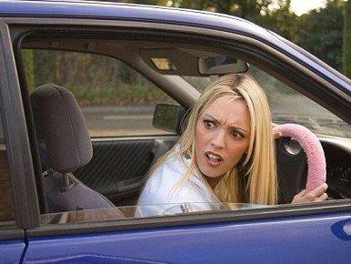 调查称女性胸大影响倒车 比男性多用20秒