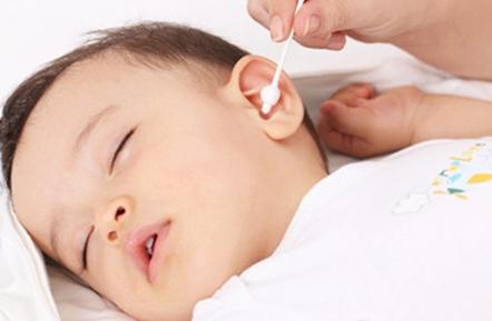 喂奶姿势不当易致BB患中耳炎