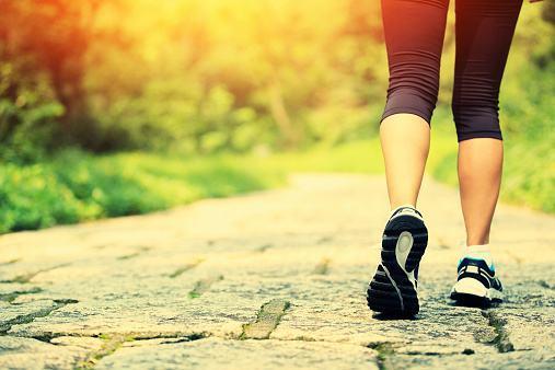 快走防病,倒走治腰,教你最长寿的走路法