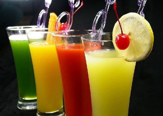 烈日当头暑夏难耐,夏天怎么喝冷饮才健康