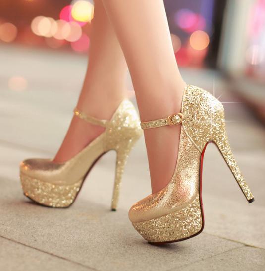 爱美有度 女性久穿高跟鞋易导致浮趾