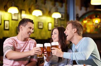 专家警惕:这样喝酒易患肝癌 风险增5倍