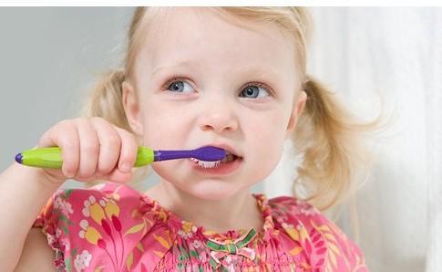 早上刷牙恶心干呕的原因 正确刷牙方法