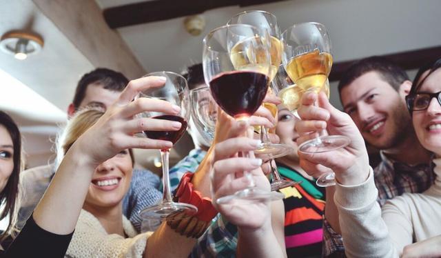 注意!健康饮酒过好年 这7种食物要避开