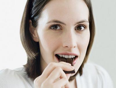 """巧克力或""""吃""""出青春痘 专家建议勿多食"""