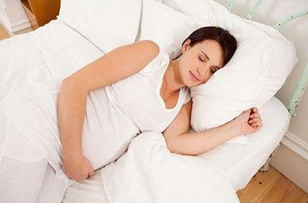 孕妇睡姿影响胎儿健康 怀孕不同时期的正确睡姿