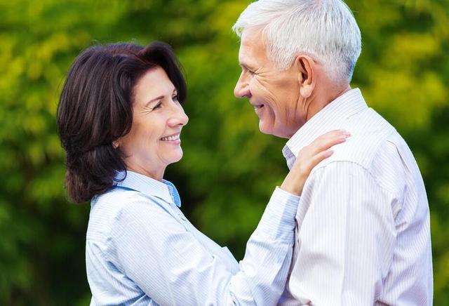 注意了!别因为不服老而拒绝助听器!