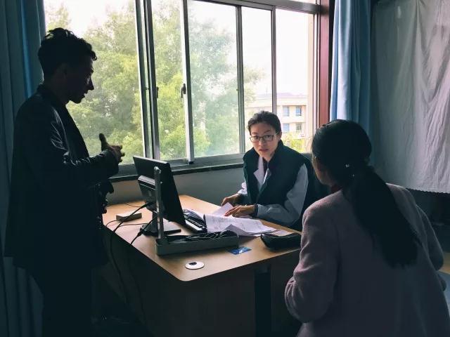 援藏故事:西藏自治区医院第一次产儿查房