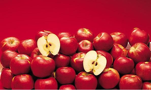 研究发现:每天三个苹果减小吸烟伤害
