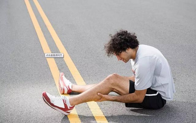 人老腿先老,百病从腿养:练静蹲,护膝盖