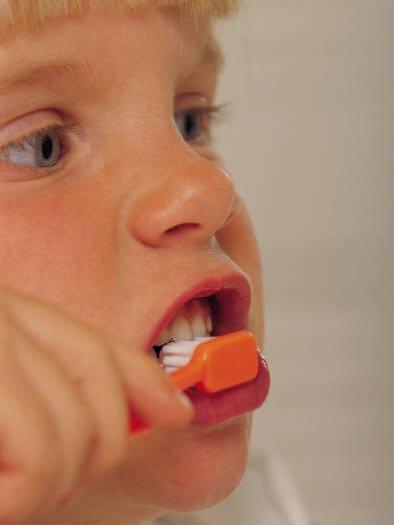 研究发现:刷牙不彻底会减寿13年!