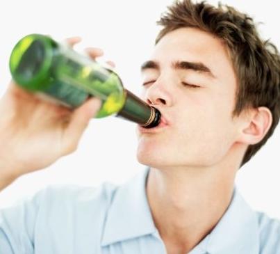 四大诱因让你猝死 饮酒、熬夜者小心