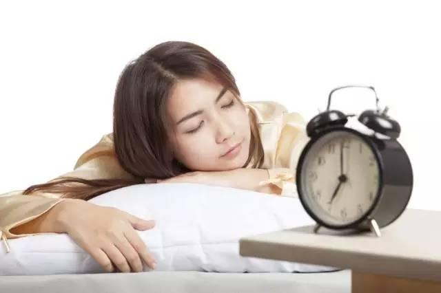 天冷了,你赖床吗?赖床身体健康影响很大