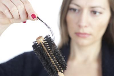产后掉发吃什么好 产后脱发的原因有哪些