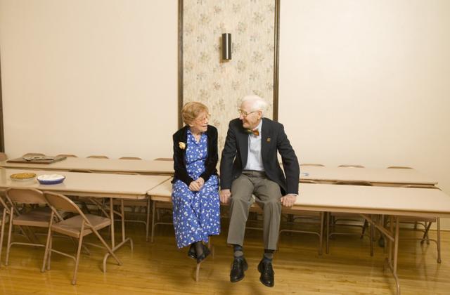 """研究发现:会""""找乐""""的老人自理能力强"""