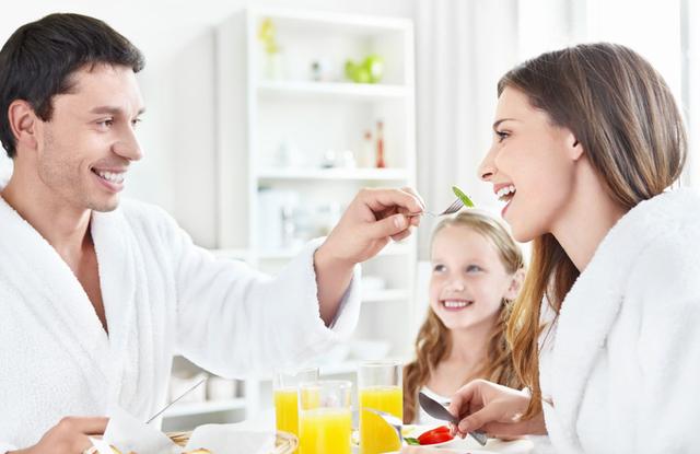 常吃快餐身体易早衰!生吃蔬菜可抗衰老