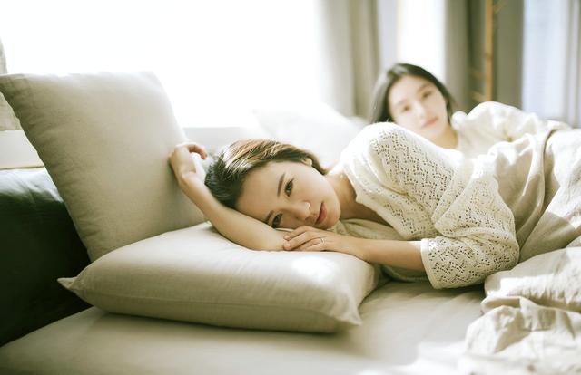 """专家告诉""""低头族""""预防颈椎病这么睡"""