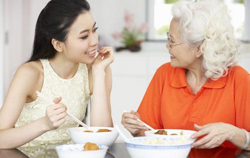 更年期女性常暴躁?吃饱饭常补钙更静心
