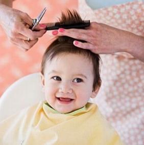 妈妈在夏季应该如何给小宝宝理发?
