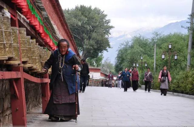 援藏故事:西藏人民医院首做椎体后凸成形