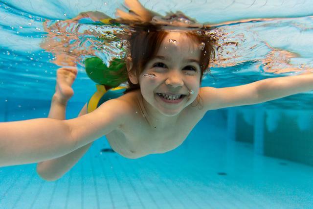 游泳要防四种病!女性和小孩更要小心