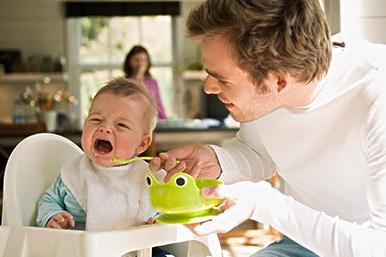 1岁宝宝慎食这些日常食物 父母需了解