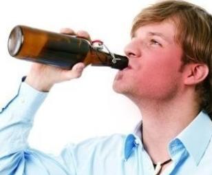 一喝酒就容易脸红的男性 忌服三类药物!