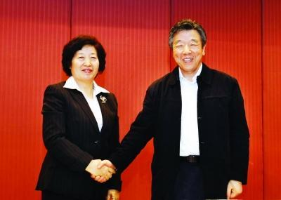 座谈会-以人民为中心加快健康中国建设
