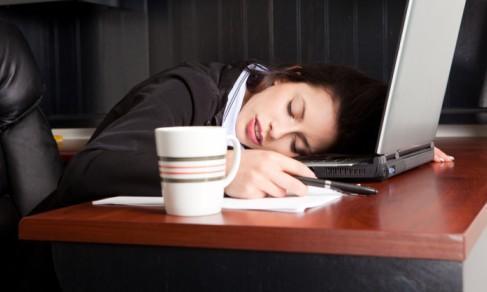 长期的熬夜加班致斑秃 IT业人士最易中招