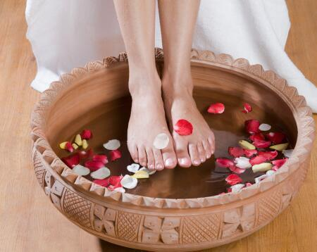 女性用醋泡脚好处多 7大事项需要注意