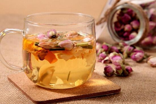 女性喝玫瑰花茶好处多 美容养颜缓和情绪