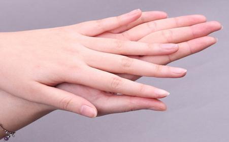 真菌侵入或致灰指甲 治疗避免3个大误区