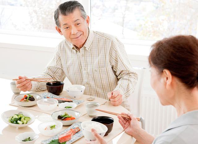 老人不可过度控制饮食 八招教你补充营养