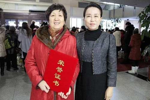 """南岗区红十字会携手和美妇产医院举办""""博爱送温暖""""捐赠仪式"""