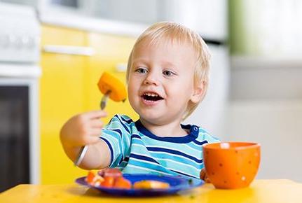 孩子每天吃饭最常犯的4种错误