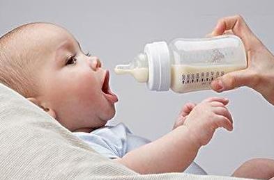 宝宝们喝牛奶为什么会腹胀?