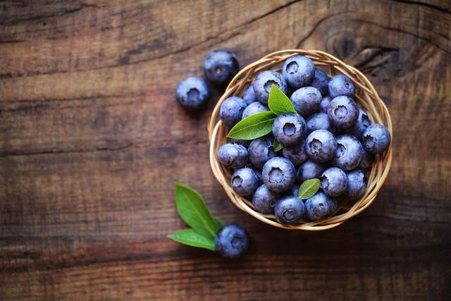 秋季润肺护肤抗氧化必吃这三种水果!