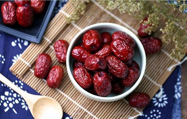 一日三枣不显老 吃红枣到底有何益处?