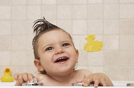 秋冬洗澡有技巧 BB舒适不着凉