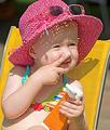 你会给宝宝正确使用防晒霜吗?