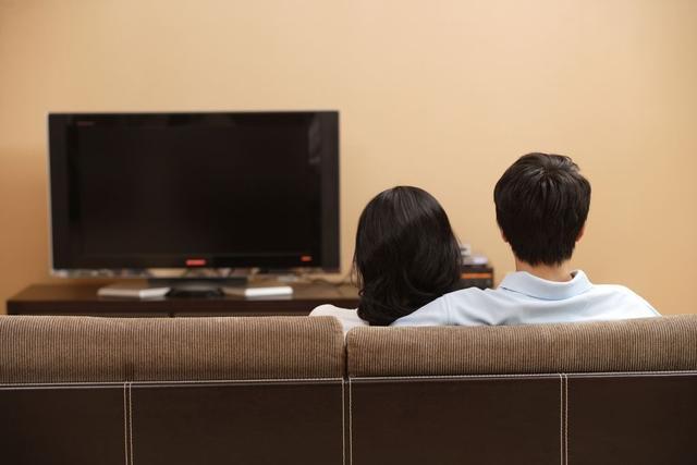 注意啦!长时间看电视,血栓风险翻倍